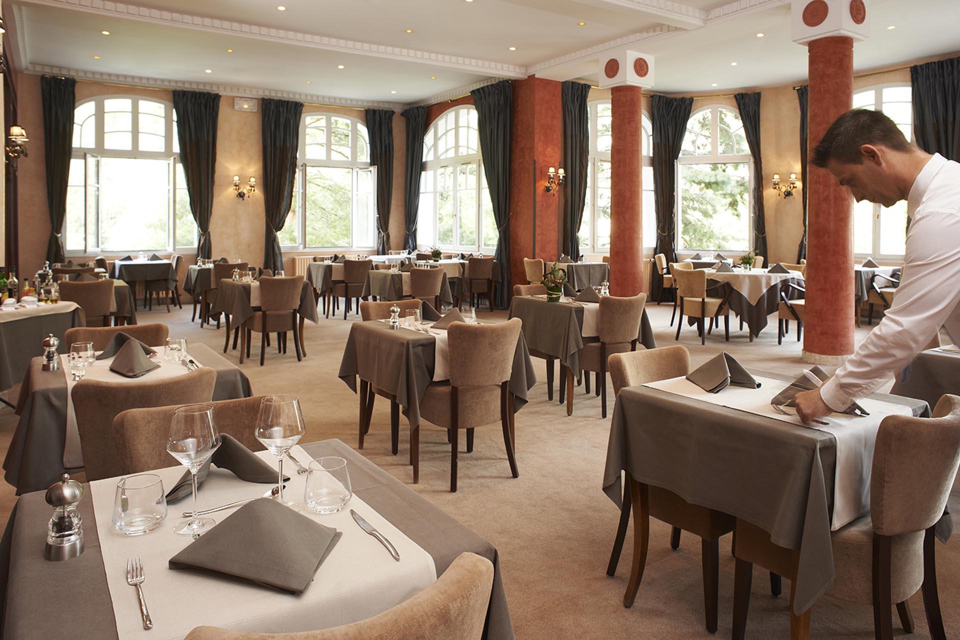 Hotel 4 toiles les 3 vall es hotel golf brides les for Salle a manger vilvoorde restaurant